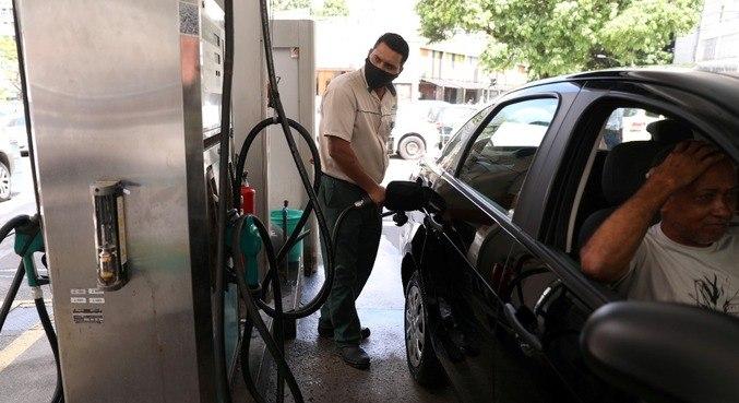Foram fiscalizados 26 postos de combustíveis, duas revendas de GLP e 4 produtores de etanol