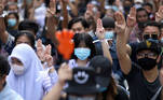 Pro-democracy protesters flash the three-fingers salute while attending a mass rally to call for the ouster of Prime Minister Prayuth Chan-ocha and reforms in the monarchy in front of parliament in Bangkok, Thailand September 24, 2020. REUTERS/Soe Zeya Tun]