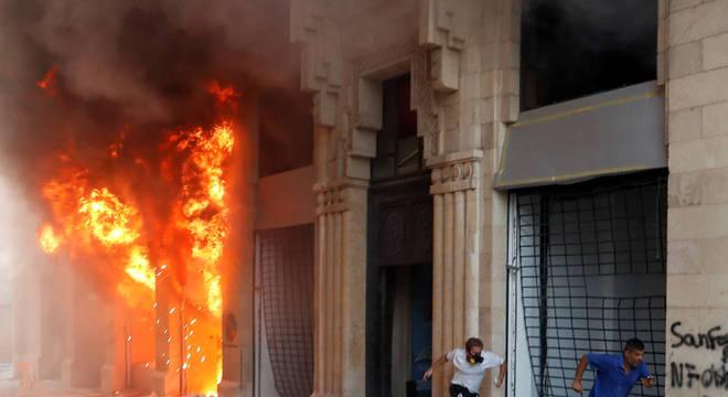 Sábado foi marcado por violentos protestos em Beirute