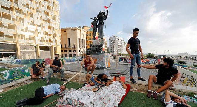 Manifestantes dormiram na Praça do Mártires, local dos atos em Beirute