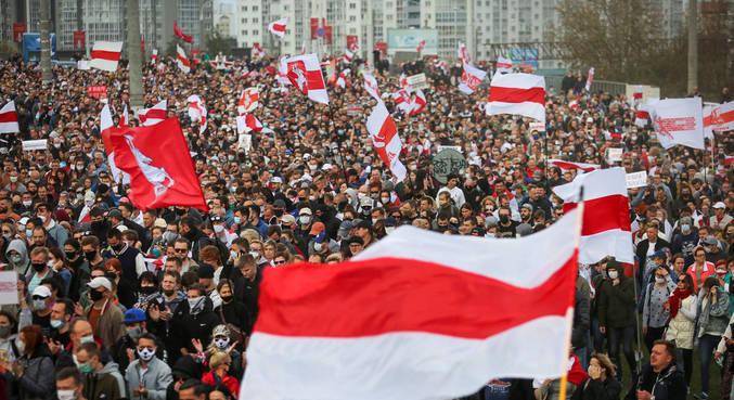 Mais de 400 pessoas são condenadas por protestos em Belarus
