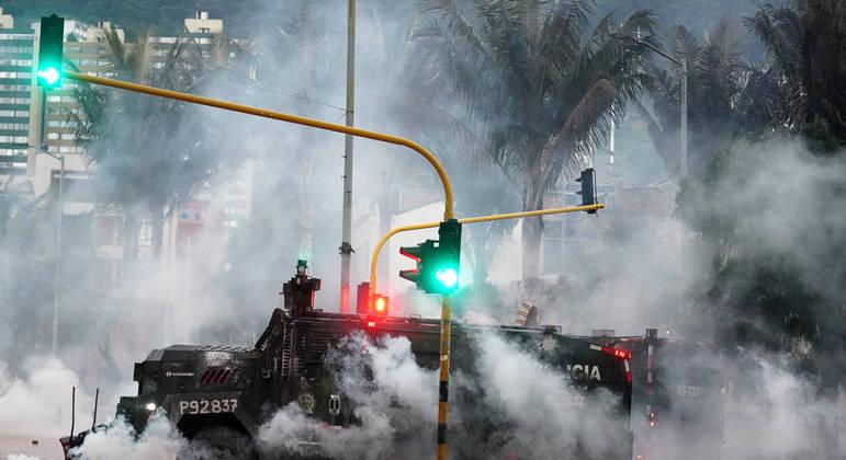 Protestos na Colômbia já tiraram a vida de mais de 30 pessoas. País desistiu da Copa América