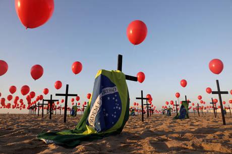 Ato homenageia mortos por covid-19 no país