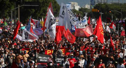 Por todo o país, manifestantes pediam mais vacinas