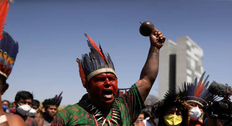 Cerca de 6 mil indígenas estão acampados em Brasília. Eles são contra a tese do marco temporal