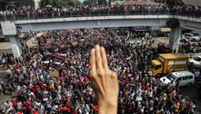 Entenda o símbolo de 3 dedos usado nos protestos em Mianmar