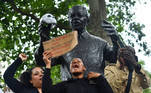 """Protest against the death of George Floyd, in London People climb on the Nelson Mandela statue in Parliament Square during a """"Black Lives Matter"""" protest following the death of George Floyd who died in police custody in Minneapolis, London, Britain, June 3, 2020. REUTERS/Dylan Martinez"""
