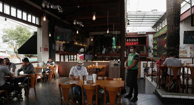 Restaurantes que reabriram relataram falta de crédito e de dinheiro em caixa