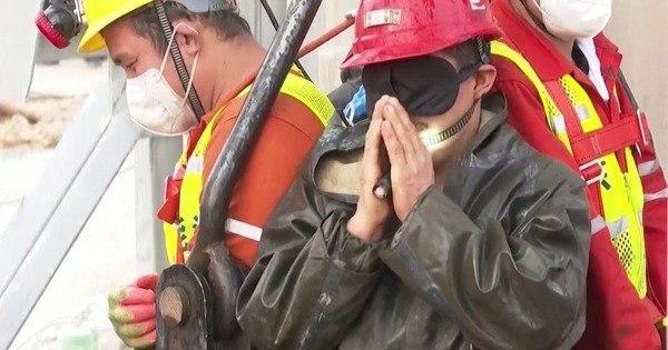 China resgata 11 trabalhadores presos em mina de ouro há 14 dias