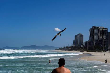 Exercício ao ar livre e prática de atividade no mar serão liberadas