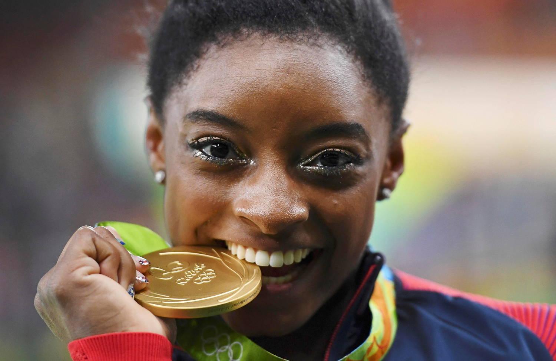 Por trás das medalhas, do sorriso fácil, inúmeros traumas para a mulher de 24 anos