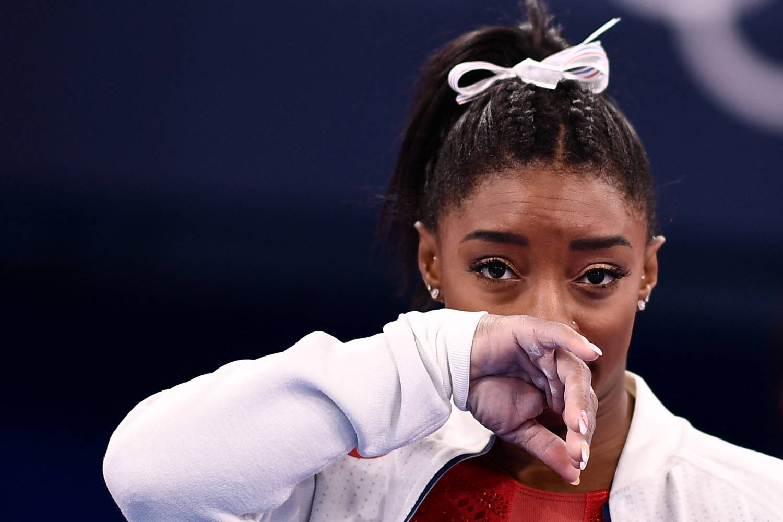 Simone Biles não resistiu à pressão psicológica de ser a maior atração da Olimpíada
