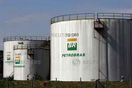 Tanques de combustível em refinarias da Petrobras