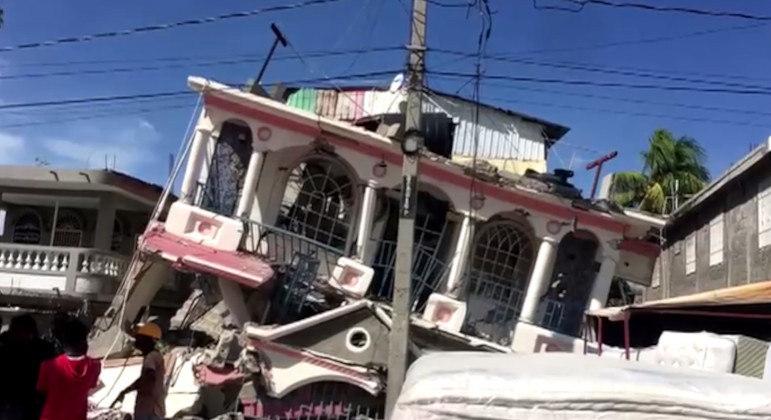 Diversos desabamentos ocorreram após o tremor de magnitude 7,2