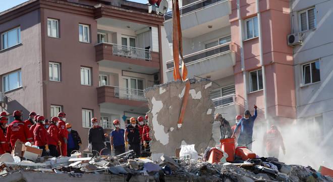Terremoto provocou a morte de 27 pessoas, até agora, na Grécia e na Turquia