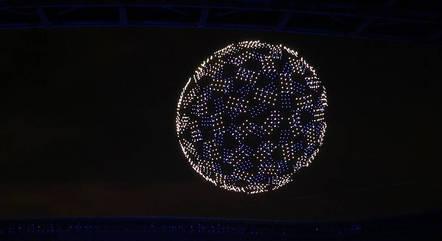 Globo formado por drones foi formado no céu