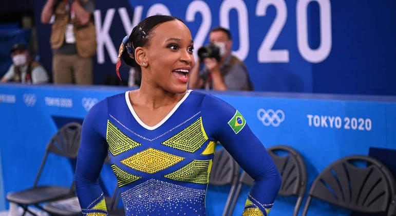 Rebeca Andrade comemora nota na final olímpica