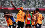 Tokyo 2020 Paralympic Games - Athletics - Women's 200m - T11 Round 1 - Heat 4 - Olympic Stadium, Tokyo, Japan - September 2, 2021. Guide Manuel Antonio Vaz da Veiga and Keula Nidreia Pereira Semedo of Cape Verde embrace after he proposed to her after competing REUTERS/Athit Perawongmetha TPX IMAGES OF THE DAY