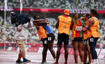 Tokyo 2020 Paralympic Games - Athletics - Women's 200m - T11 Round 1 - Heat 4 - Olympic Stadium, Tokyo, Japan - September 2, 2021. Guide Manuel Antonio Vaz da Veiga and Keula Nidreia Pereira Semedo of Cape Verde embrace after he proposed to her after competing REUTERS/Athit Perawongmetha