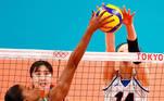 Tokyo 2020 Olympics - Volleyball - Women's Semifinal - Brazil v South Korea - Ariake Arena, Tokyo, Japan – August 6, 2021. Fe Garay of Brazil in action with Yang Hyo Jin of South Korea. REUTERS/Carlos Garcia Rawlins