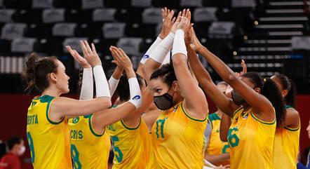 Brasil enfrenta russas no vôlei feminino