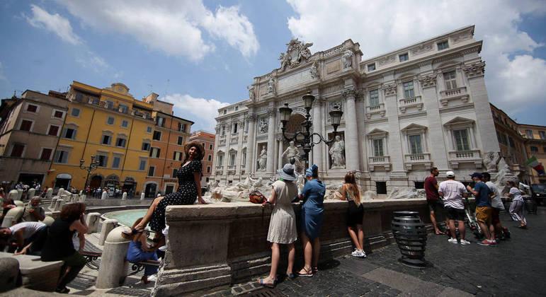 Ministro da Saúde da Itália anunciou que o uso de máscara não será mais obrigatório ao ar livre