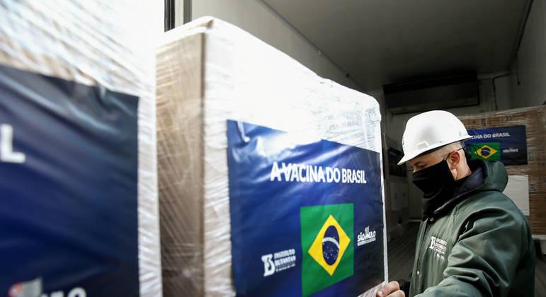 São Paulo recebe mais 2 milhões de novas doses da CoronaVac nesta quarta-feira (18)