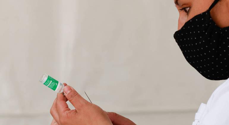 Vacina da AstraZeneca, uma das que estão sendo aplicadas no Brasil