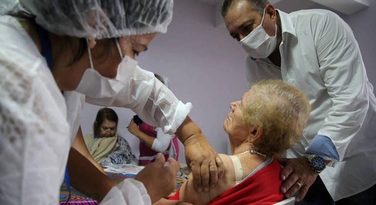 Embu das Artes, na Grande São Paulo inicia nesta 2ª a vacinação de idosos acima de 78 anos