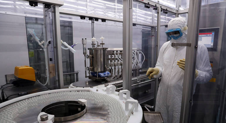 Produção da vacina CoronaVac no Butantan, em São Paulo