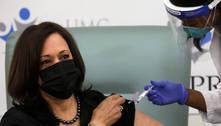 Kamala Harris recebe 1ª dose da vacina da Moderna contra covid