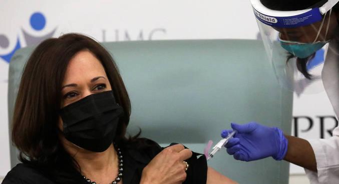 Vice-presidente-eleita, Kamala Harris, recebe 1ª dose da vacina contra covid-19