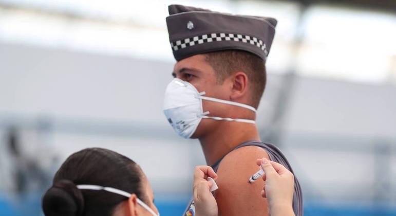 9,6 milhões de brasileiros receberam a primeira dose até agora