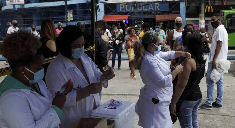 Quase 30 milhões de pessoas já receberam a primeira dose da vacina contra a covid-19 no país