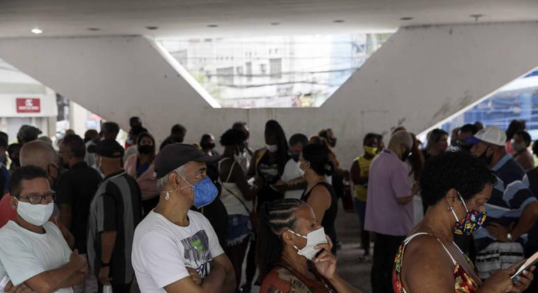 Mais de 12 milhões de pessoas já receberam a segunda dose das vacinas contra a covid no país