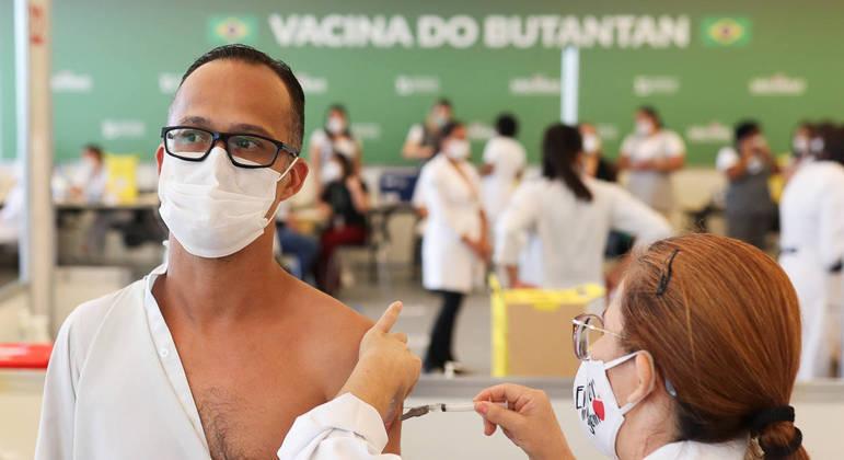 Governo de SP faz alerta sobre falsos pré-cadastros para vacinação contra a covid-19