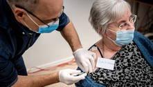 União Europeia inicia vacinação com médicos e idosos na 1ª fila