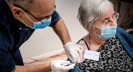 Lares de Idosos recebem primeiras vacinas
