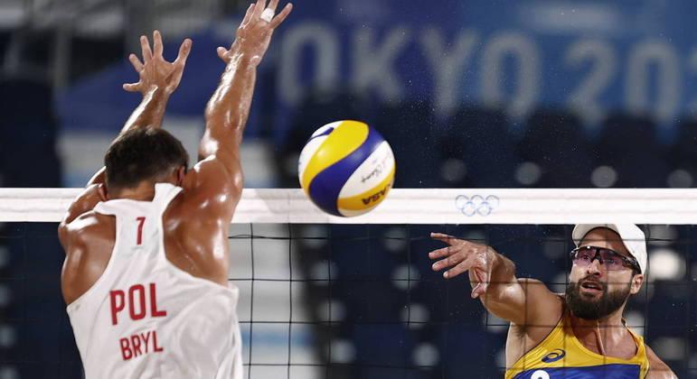Dupla brasileira encontrou dificuldades contra os poloneses nos Jogos de Tóquio