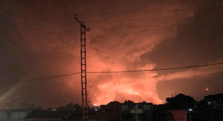 Vulcanologista avistou fontes de lava expelidas pelo Monte Nyiragongo