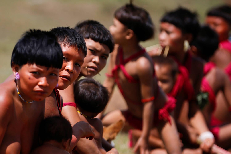Alvos de ataques de garimpeiros, índios Yanomami pedem socorro - Notícias -  R7 Brasil