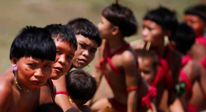 Meninos da etnia ianomâmi em Alto Alegre, Roraima