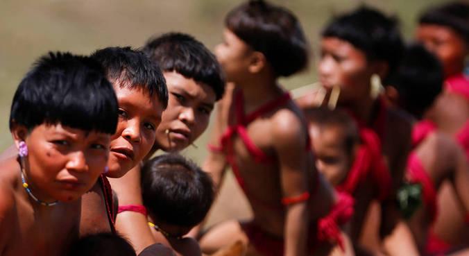 Segundo a associação, dois meninos brincavam no rio quando foram sugados