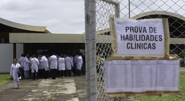 Revalida: médico formados no exterior podem conferir a lista de aprovados