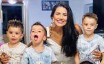 Mariana Felício brindou o novo ano ao lado dos filhos