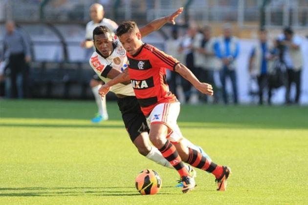 Revelado pelo Grêmio, o meia Carlos Eduardo foi emprestado ao Flamengo em 2013 pelo russo Rubin Kazan. Foi campeão da Copa do Brasil, mas não se firmou na equipe e fez apenas um gol.
