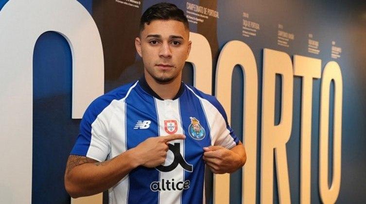 Revelado pelo Palmeiras, João Pedro joga pelo Porto B.