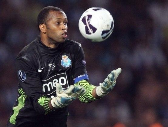 Revelado pelo Vasco, o goleiro fez sucesso em território nacional  e atuou como goleiro do Porto. Na equipe portuguesa, chegou a incrível marca de 333 jogos em 12 temporadas. Além disso, conquistou taças importantes como a da Liga Europa em 2011 e também o heptacampeonato do Campeonato Português.