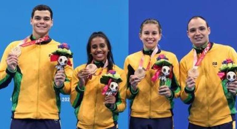 Gabriel Bandeira, Ana Karolina, Débora Carneiro e Felipe Vila Real