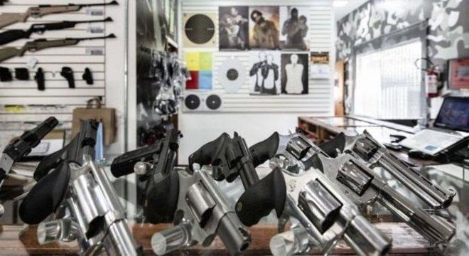 A posse de arma é uma autorização para que um cidadão possa ter um arma dentro de casa ou no lugar de trabalho